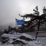 ΒΙΝΤΕΟ: Τα πρώτα χιόνια έπεσαν στην Πάρνηθα – Στα «λευκά» το καταφύγιο Μπάφι