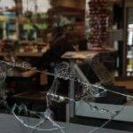 Συναγερμός: Καταδρομική επίθεση με βαριοπούλες στο My Market Αχαρνών